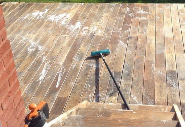 Entretien De Terrasse En Acacia Robinier Quelle Couleur Prend Le
